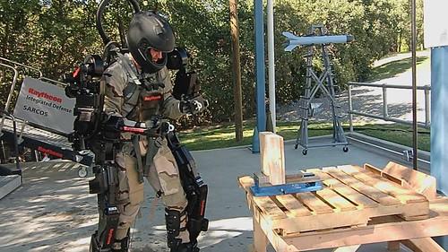 Экзоскелет XOS 2 – сила стрелка